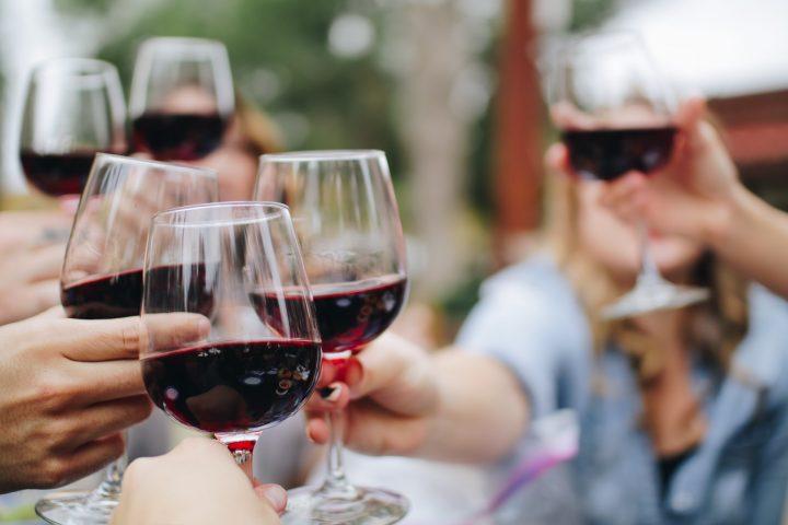 Få en god Peter Bott vin på tilbud
